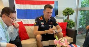 """เปิดใจ """"อเล็กซ์ อัลบอน อังศุสิงห์"""" นักแข่งสายเลือดไทย ในสนาม FORMULA1 ก่อนลุย SINGAPORE GP"""